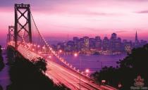 фототапети на моста Голдън Гейт в розово