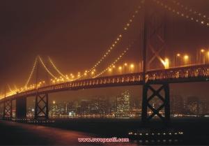фототапет осветен мост